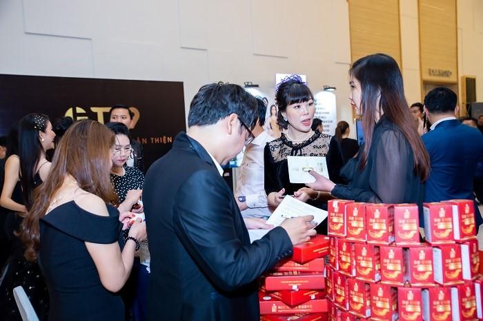 Gian hàng của Elly Secret thu hút sự quan tâm của các Nữ doanh nhân