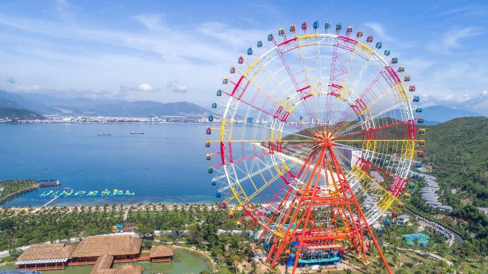 Bánh xe bầu trời Vòng quay kỷ lục Việt Nam - Vinpearl Sky Wheel ở Vinpearl Nha Trang. Sức chứa 480 khách/ lượt.