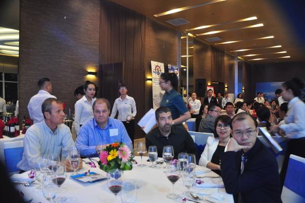 Các nhà đầu tư và chủ Doanh nghiệp nước ngoài tại hội nghị
