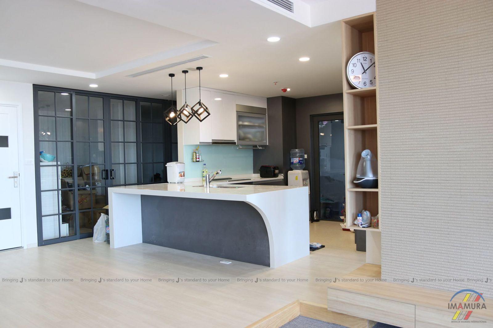 Hệ thống nâng sàn sử dụng đệm cao su, sàn nâng 15cm, ngăn phòng khách và bếp