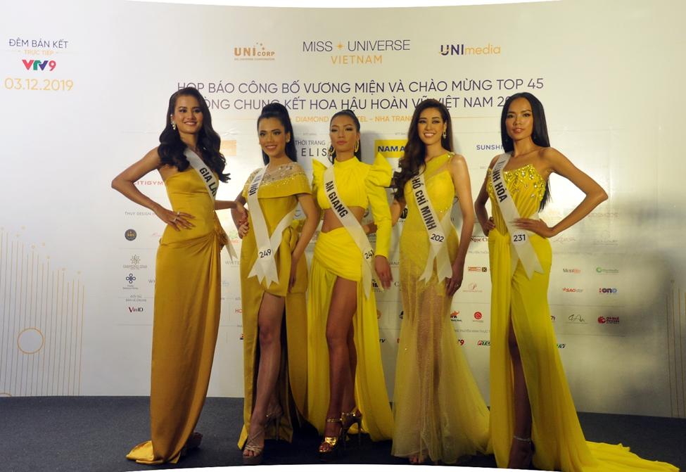 Váy dạ hội màu vàng, màu trắng 2 gam màu chủ đạo các TS chọn lựa trong buổi họp báo công bố vương miện