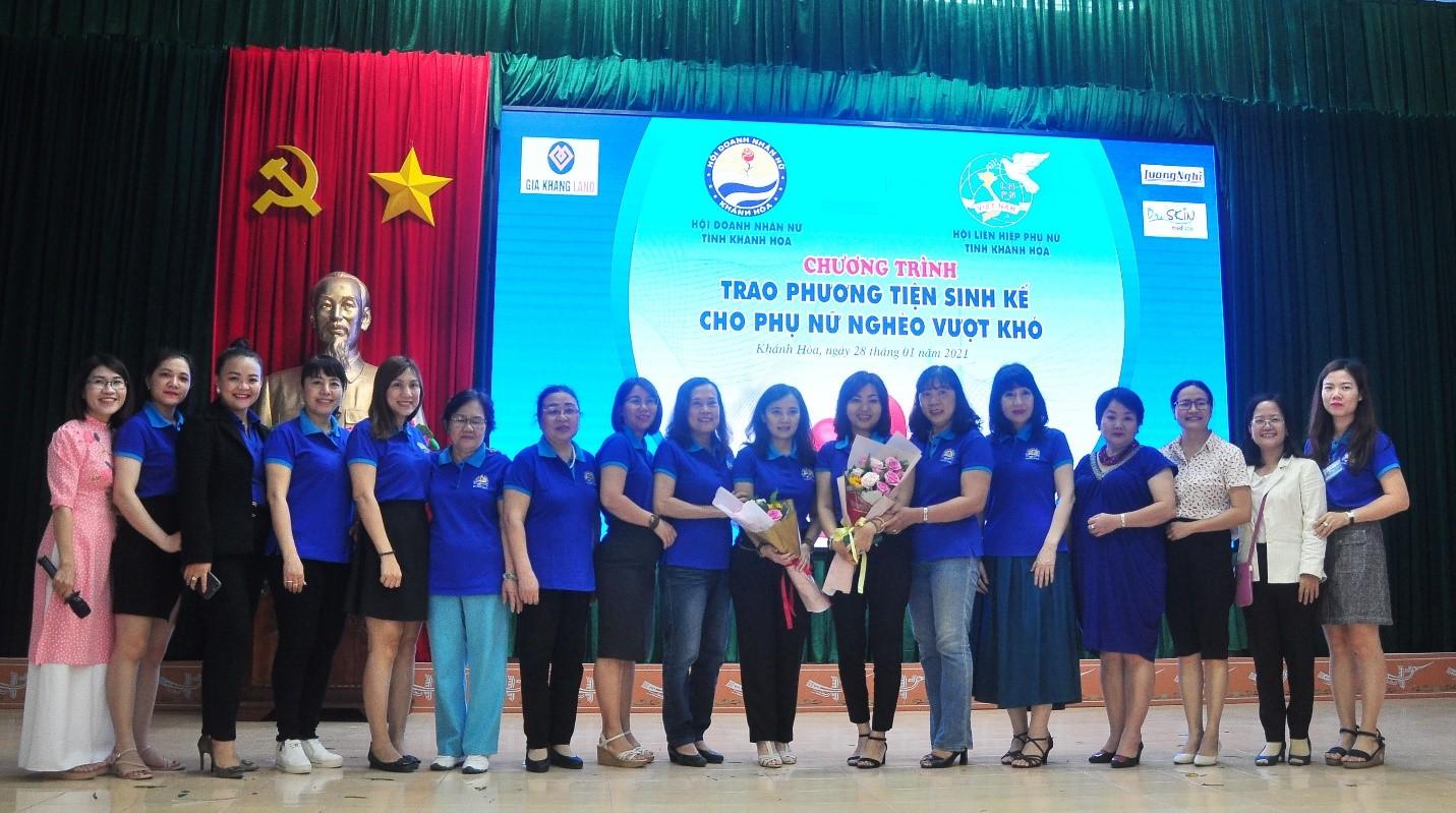 Các Lãnh đạo, Hội viên Doanh nhân Nữ và đại diện các cơ quan trong Chương trình.