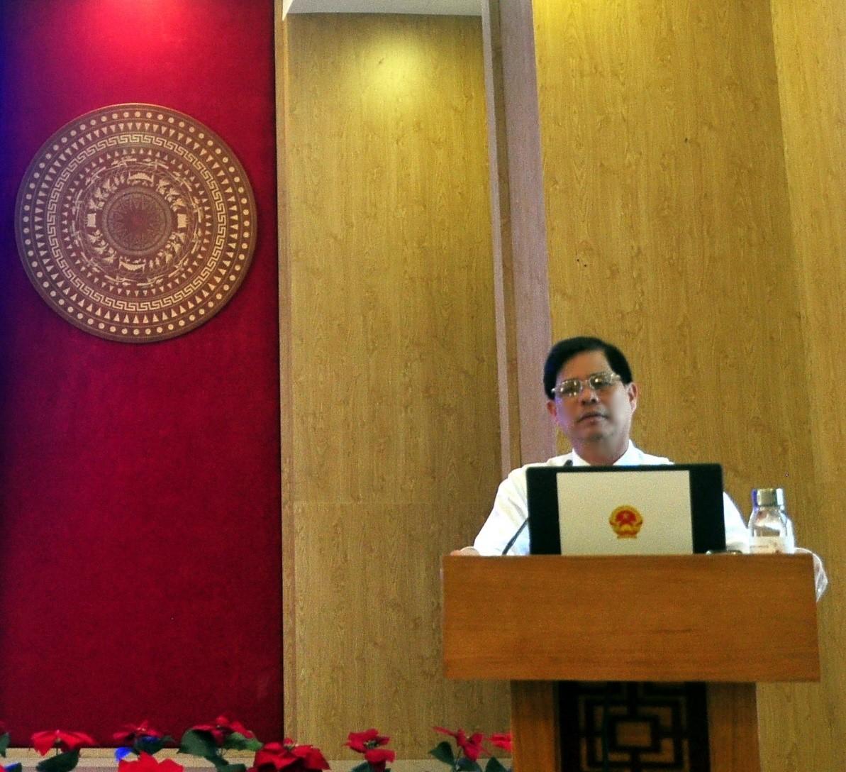 Ông Nguyễn Tấn Tuân, Chủ tịch UBND tỉnh Khánh Hòa phát biểu tại Họp Báo tình hình Kinh tế- xã Hội tỉnh Khánh Hòa