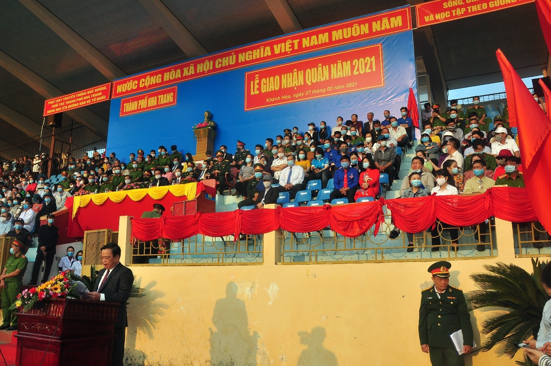 Ông Nguyễn Sỹ Khánh, UVTV Thành Ủy Q. Chủ Tịch UBND TP Nha Trang phát biểu, giao nhiệm vụ tại Lễ Giao Quân