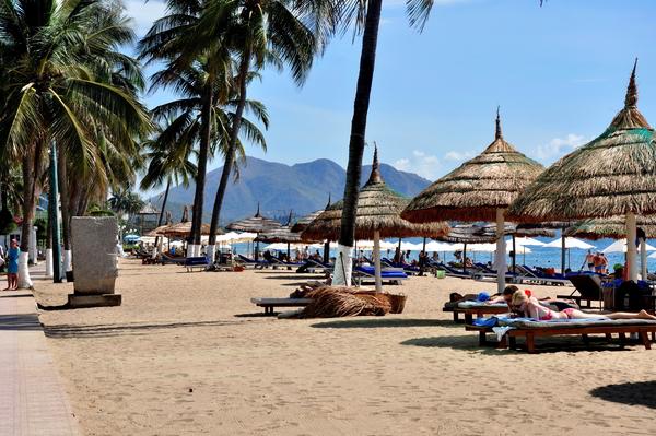 khách quốc tế đến Nha Trang tăng 1.051 nghìn lượt, với 5.057 nghìn ngày khách quốc tế,