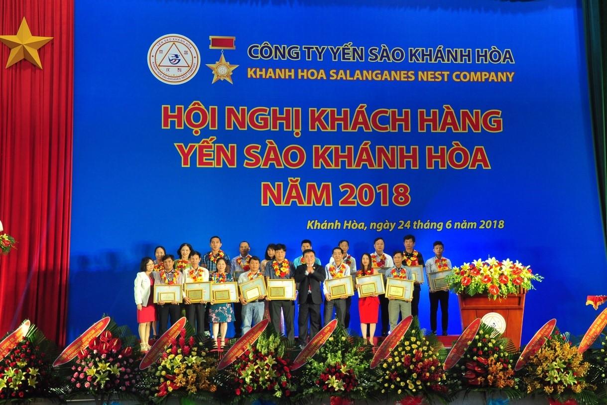 Danh hiệu nhà phân phối Bạc nhận khen thưởng của Công Ty Yến Sào Khánh Hòa
