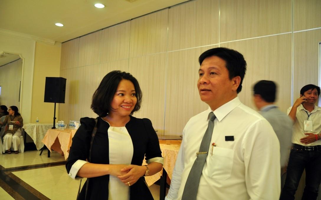 Các nhà báo trao đổi kinh nghiệm về hoạt động truyền thông đồng hành cùng du lịch phát triển . Ông Hồ Văn Mừng, Trưởng ban Tuyên Giáo TU, các đại biểu HĐND và các nhà báo dự Hội thảo