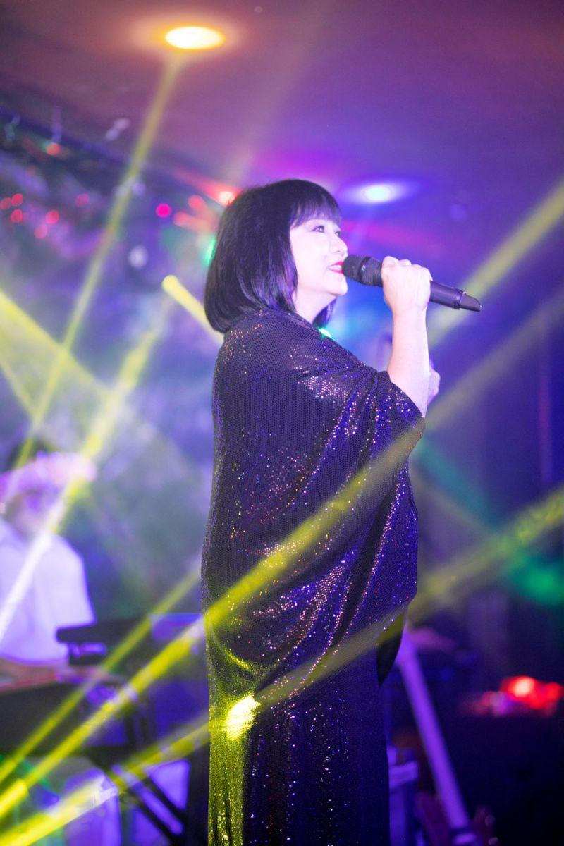 """Ca sĩ Cẩm Vân - người khởi xướng đêm nhạc """"Vì yêu"""""""
