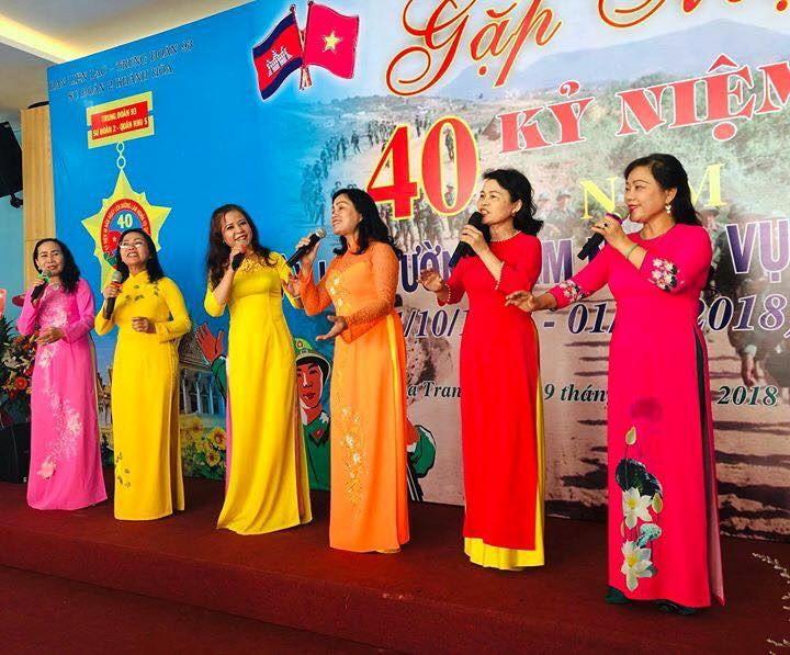 Tốp nữ trình bày ca khúc Tiềng hát Cựu Chiến binh – nhạc sĩ Xuân Anh  Tại lễ Kỷ niệm 40 năm Sư Đoàn 7
