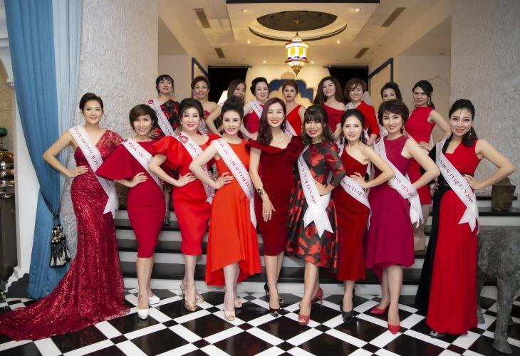 Thu Hương (giữa) cùng các thành viên Mạng lưới Nữ Lãnh đạo Quốc tế