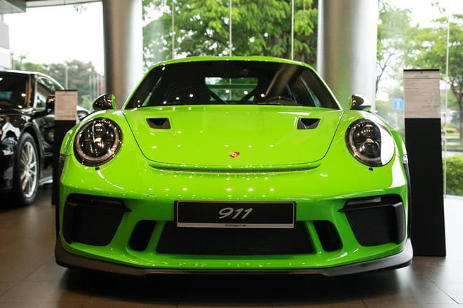 Chiếc 911 GT3 RS 2019 phiên bản giới hạn với màu cốm nổi bật được nhập khẩu về Việt Nam.