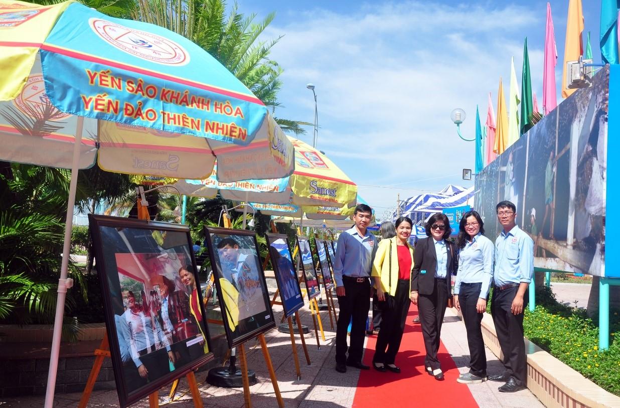 Toàn cảnh khu triển lãm ảnh nghệ thuật Yến Sào Khánh Hòa