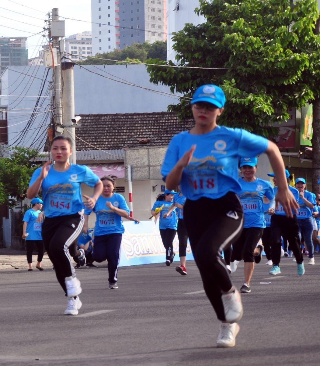 Chạy hưởng ứng phong trào với cự ly 1,7 km.