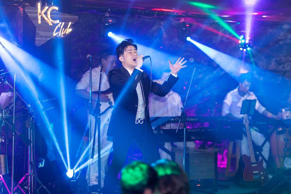 """Ca sĩ Quang Hà phiêu trong đêm nhạc """"Vì yêu"""""""
