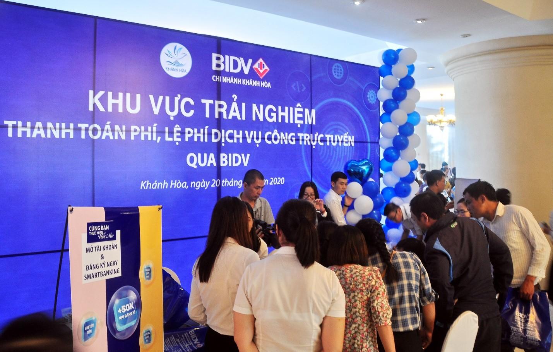 Trải nghiệm đăng ký, sử dụng dịch vụ công trực tuyến, thanh toán trực tuyến qua BIDV