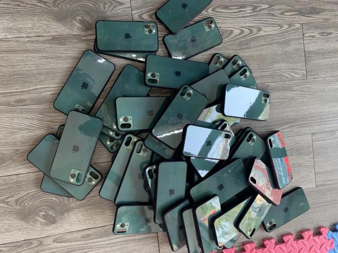 Ốp giả iPhone 11 Pro màu xanh Midnight Green được nhập về số lượng lớn vì nhiều khách hỏi mua.