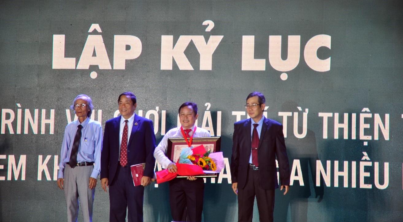 Công Ty CP Hòn Tằm Biển Nha Trang nhận Kỷ lục Quốc gia