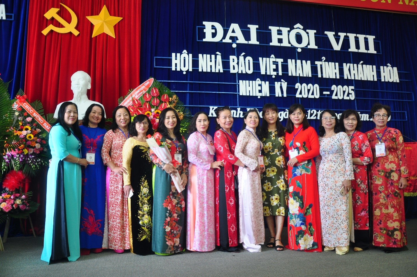 Các nhà báo Nữ dự Đại hội Hội Nhà Báo Việt Nam tỉnh Khánh Hòa
