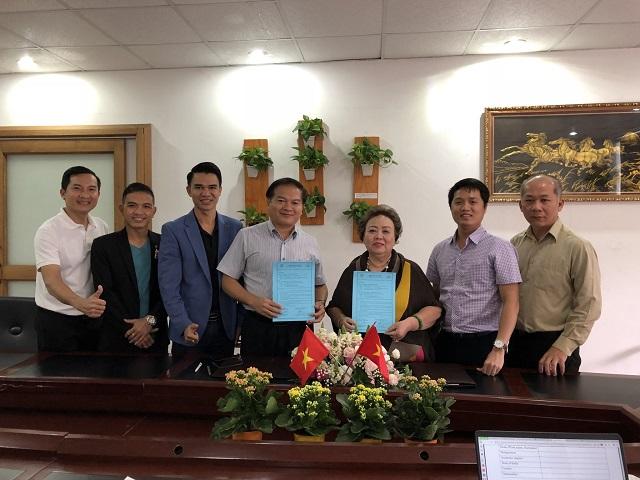 Đại diện hai bên ký kết thành công Bảng Ghi Nhớ nghiên cứu ứng dụng, sản xuất và phân phối chế phẩm vi sinh KBM.