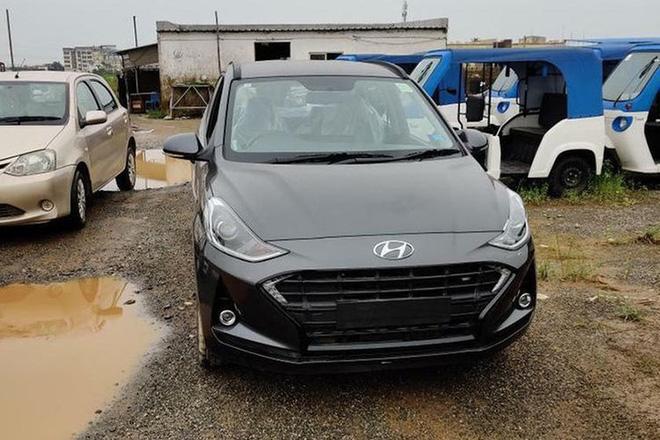 Giá xe Hyundai Grand i10 2020 tại thị trường Ấn Độ từ 7.000 USD (khoảng 162 triệu đồng) - 11.205 USD (264 triệu đồng). Hãng nhận đặt cọc xe ngay từ bây giờ, đồng thời Grand i10 Nios và Grand i10 đời cũ sẽ được bán song song cùng lúc.