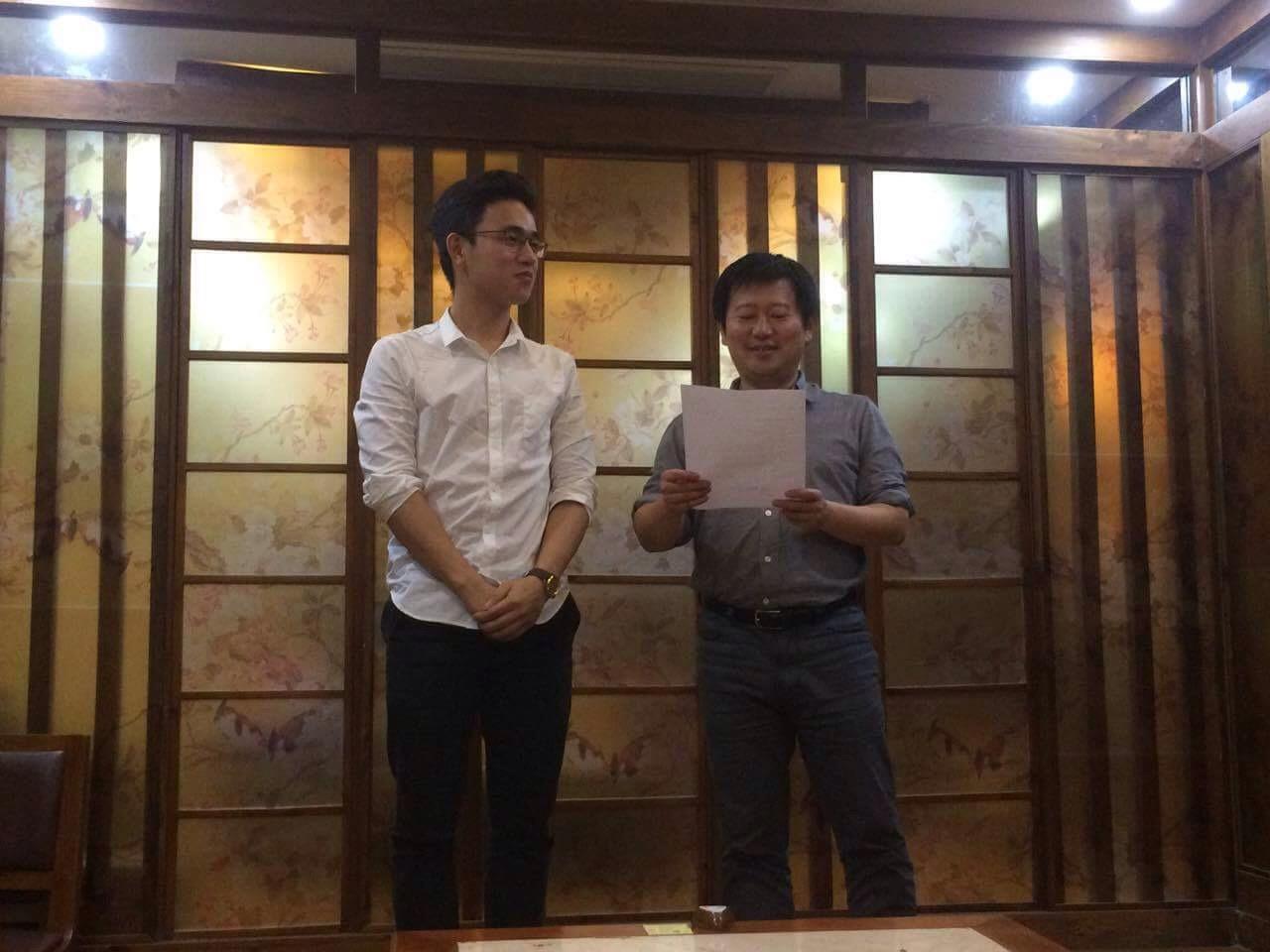 Bạn Thái Bá Việt nhận Naitei từ công ty Money Forward - tháng 05/2017