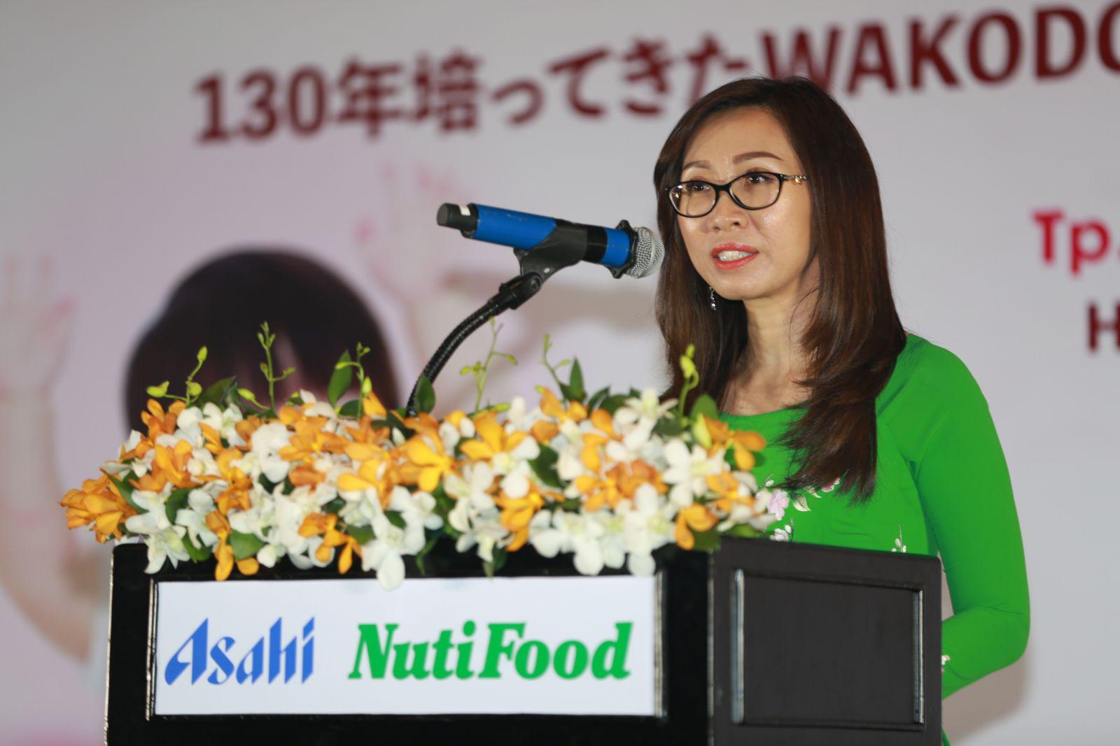 Bà Trần Thị Lệ -Tổng giám đốc công ty TNHH Asiha NutiFood phát biểu tại công bố thành lập công ty  liên doanh hợp  Asahi NutiFood.