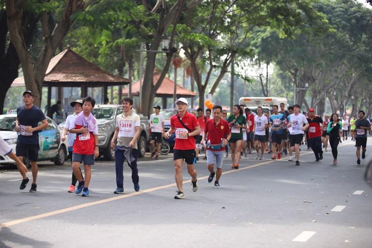 Các tình nguyện viên của Prudential trên đường chạy