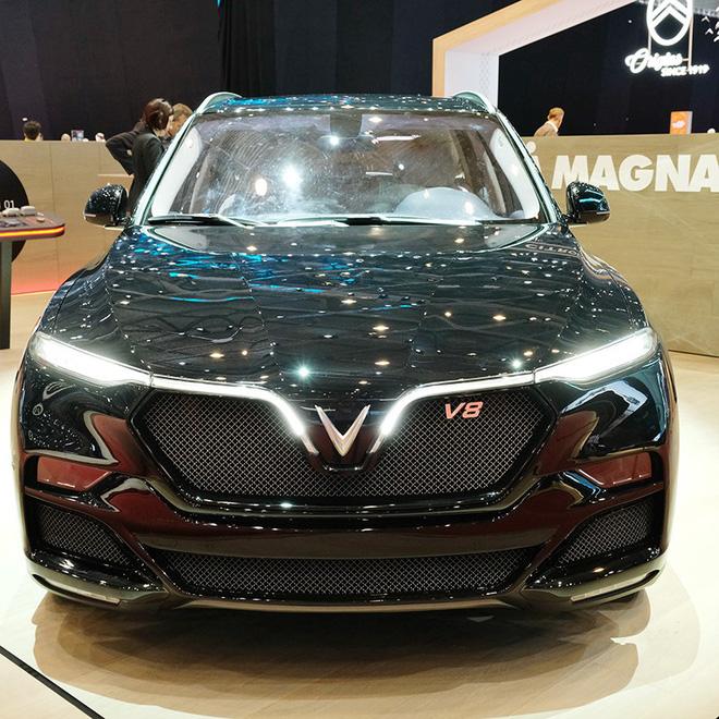 VinFast LUX V8 ra mắt một cách bất ngờ, được xem là phiên bản nâng cấp giới hạn từ mẫu LUX nguyên thủy.