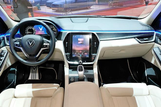 Nếu so sánh về hiệu năng (theo công bố) thì giá chiếc V8 rất khó có cửa dưới mức 7 tỷ đồng.