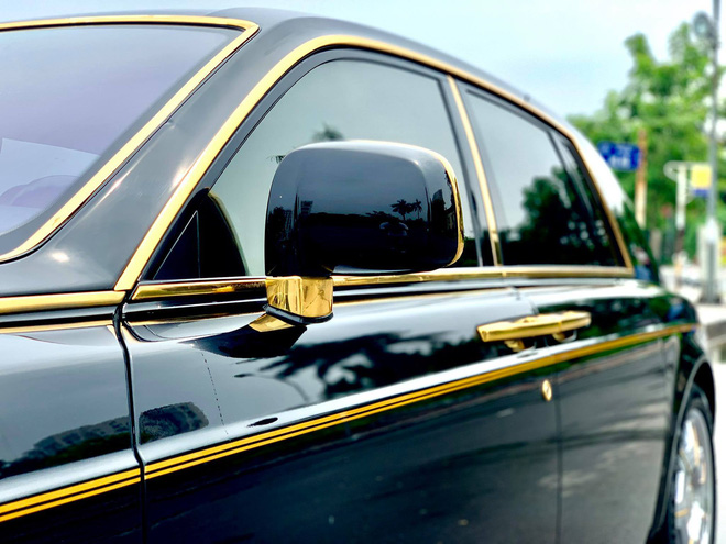 Thiết kế cổ điển, góc cạnh khiến chiếc xe nổi bật.