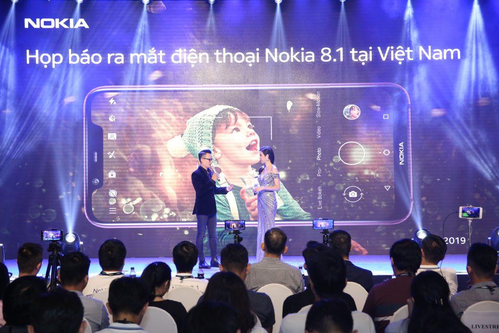 Ca sĩ Hoàng Bách-một tín đồ của Nokia cũng có mặt trong buổi ra mắt điện thoại Nokia 8.1