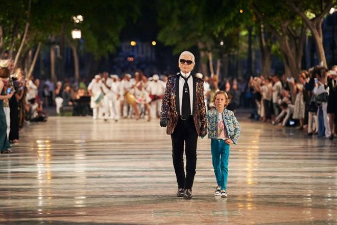 Nhà thiết kế Karl Lagerfeld và con trai nuôi.