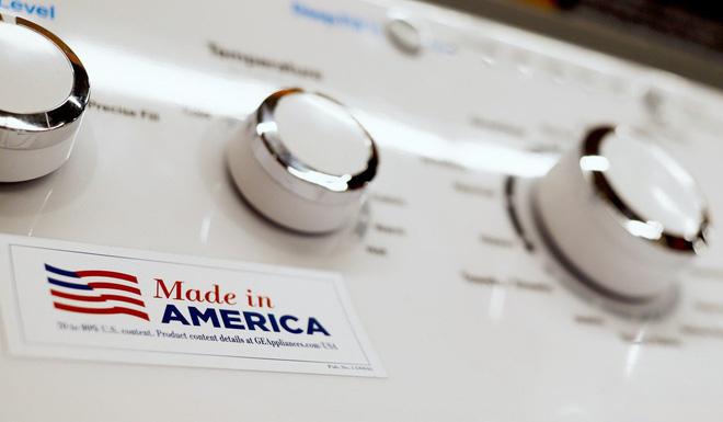 """GM và Apple sớm phải """"chịu nhiệt"""" từ căng thẳng thương mại Mỹ - Trung."""