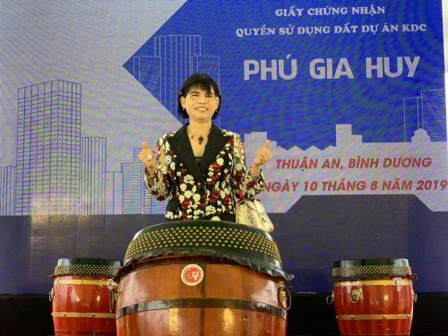 Bà Phạm Thị Hường phát biểu tại buổi lễ và hứa hẹn mang đến những tiện nghi tốt nhất cho khách hàng