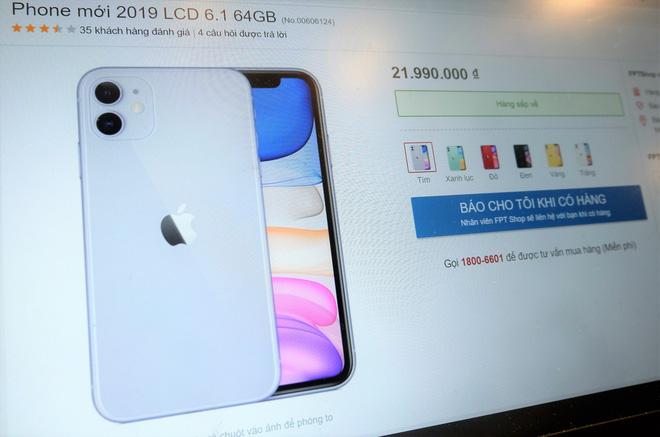 iPhone 11 chính hãng tại Việt Nam giá gần 22 triệu đồng cho bản 64GB.