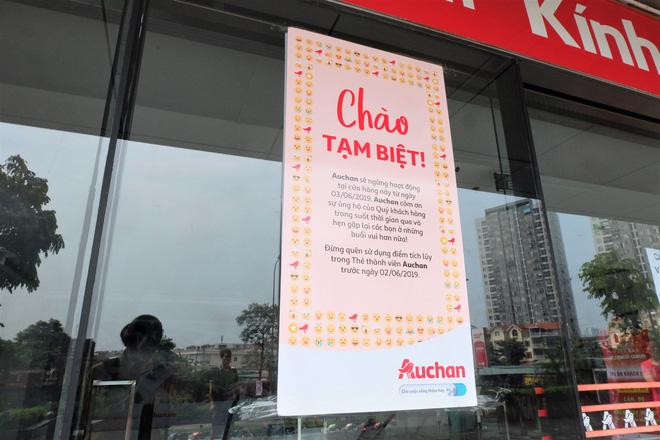 Thái độ phục vụ của hệ thống Auchan trước khi đóng cửa dành được nhiều thiện cảm của người tiêu dùng Việt.