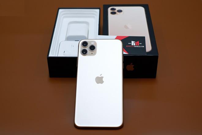 Sự khan hiếm nguồn hàng xách tay từ Mỹ về Việt Nam được cho là nguyên nhân khiến iPhone 11 từ thị trường này bị đẩy giá khá cao.