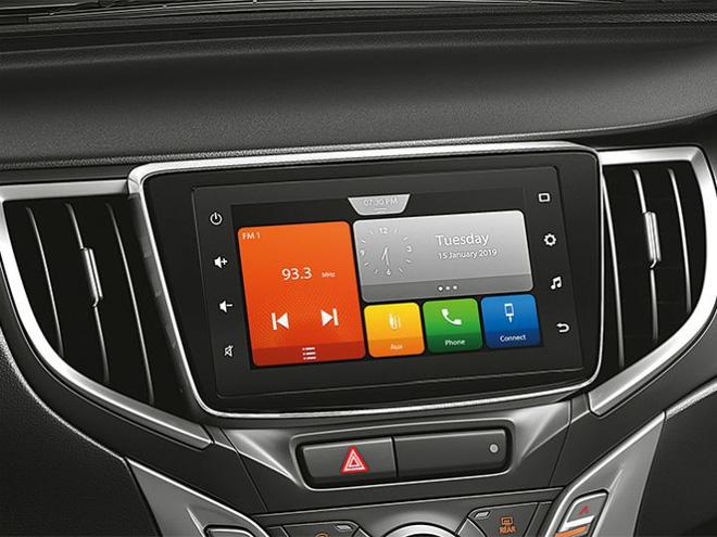 Ứng dụng Smartplay Studio - được điều hướng với các cập nhật giao thông trực tiếp, Apple CarPlay và Android Auto.