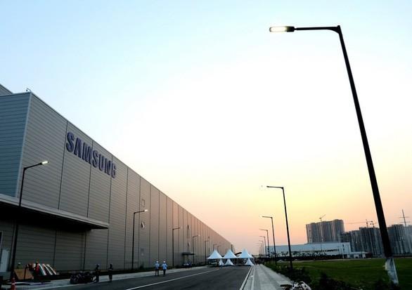 Nhà máy sản xuất điện thoại của Samsung. Ảnh: Techcrunch.