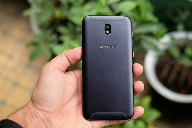Samsung J7 Pro.