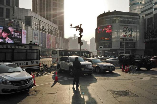 Camera giám sát trên một con phố ở Thiên Tân.