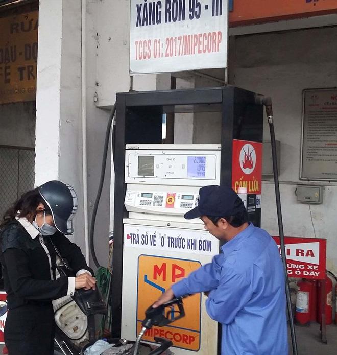 Các cửa hàng xăng dầu đã bán trở lại xăng A95 . Ảnh: TP.