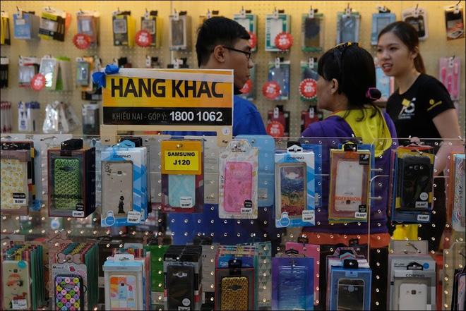 Phụ kiện là ngành hàng mang lại lợi nhuận rất cao cho nhà bán lẻ - Ảnh: Hải Đăng