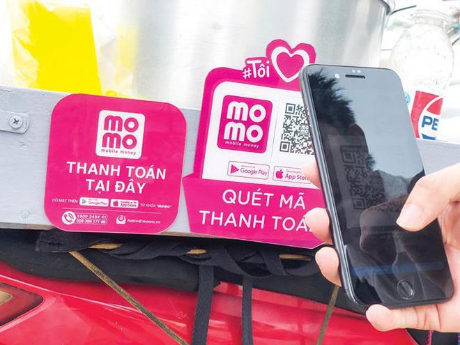 """Không cần đến nhà hàng sang trọng mới có thể quẹt mã QR, hàng rong ở Sài Gòn vẫn có thể """"chạm, quét"""" bình thường"""