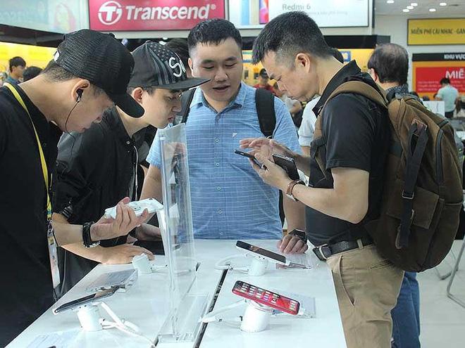 Thị trường điện thoại tại Viết Nam đang có sự cạnh tranh quyết liệt giữa các ông lớn. Ảnh: PM