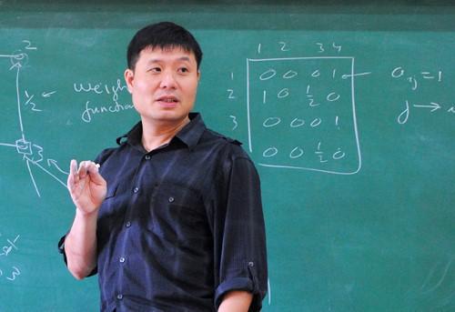 GS.TS Vũ Hà Văn - Giám đốc KH Viện Nghiên cứu dữ liệu lớn trực thuộc VinTech.