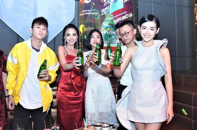 Nhiều sao của Showbiz Việt cũng tới tham gia chương trình họp báo.