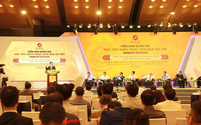 Bộ trưởng Bộ TT&TT Nguyễn Mạnh Hùng giải đáp các đề xuất, kiến nghị của các doanh nghiệp công nghệ tại Diễn đàn Phát triển doanh nghiệp công nghệ Việt Nam.