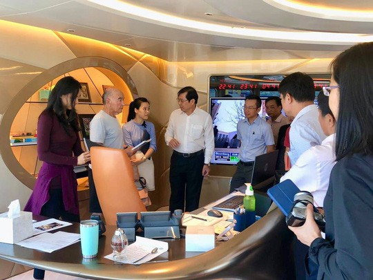 Lãnh đạo TP Đà Nẵng đã đi tham quan du thuyền dưới sự dẫn đường của Joe Lewis