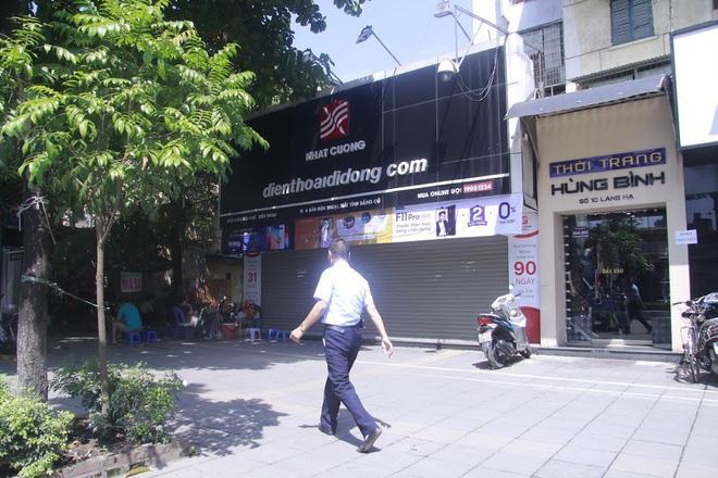 Nhật Cường Mobile trên phố Láng Hạ (quận Đống Đa, Hà Nội) đóng cửa gần 1 tuần nay. Ảnh Cường Ngô